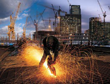 INS: Numărul autorizaţiilor de construire, în scădere