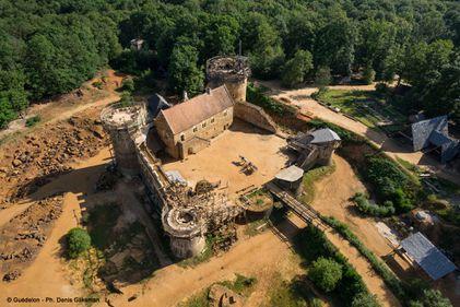 Un castel record: construit acum, cu materiale și tehnici din secolul 13