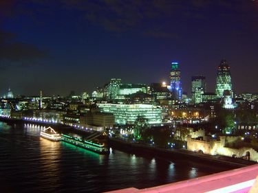Străinii deţin peste jumătate din centrul financiar al Londrei