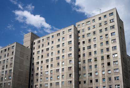 """De ce au devenit proprietăţi """"fierbinţi"""" blocurile comuniste din estul Germaniei"""