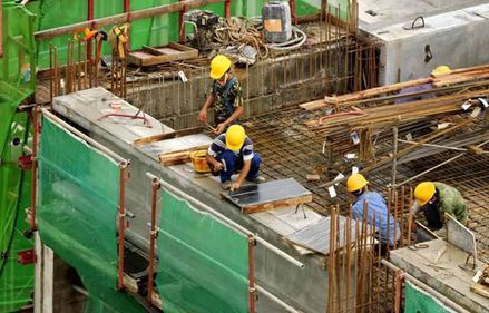 INS: Volumul lucrărilor de construcţii, în creştere în primele cinci luni din 2012