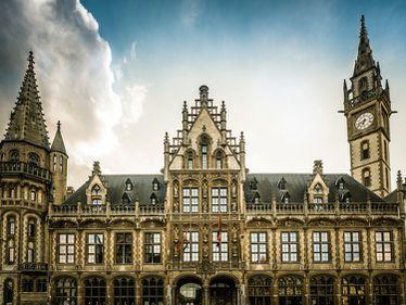 Arhitectură făcută ca la carte: sediu istoric de poștă, transformat în hotel de lux