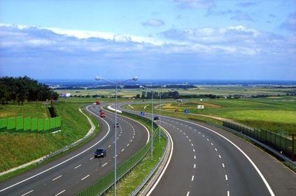 Vin bani pentru autostrăzi şi drumuri. MDRT anunţă finanţarea proiectelor care sunt în aşteptare