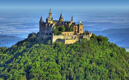 Hohenzollern: castelul care a denumit dinastia care a schimbat România