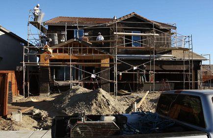 Început de an fără vlagă, în construcţii. Urmează o uşoară scădere a numărului de salariaţi