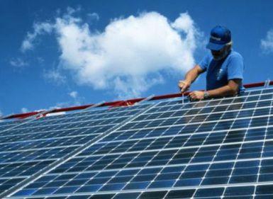 Numărul de locuinţe dotate cu panouri solare va ajunge la 50.000 în următorii doi ani