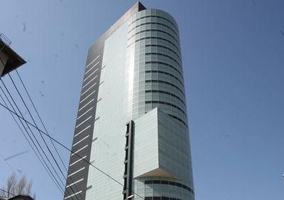 """Nouă """"lovitură"""" pe piaţa imobiliară: Cumpărătorul City Mall, proprietar al turnului """"fantomă"""" din Victoriei"""