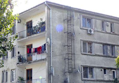 Mulți locatari, în spații mici. Cât de înghesuiți locuiesc românii?