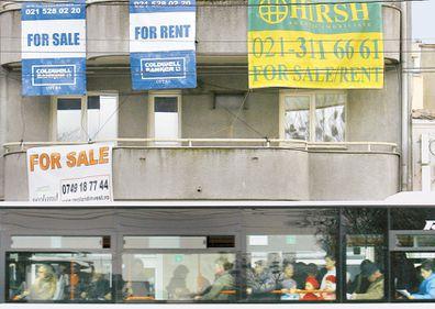 Băncile preferă să închirieze case decât să le vândă
