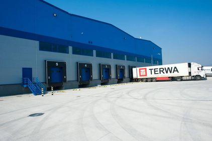 Proprietarii de spaţii logistice aşteaptă ca marii producători să apeleze la muncitorii din România