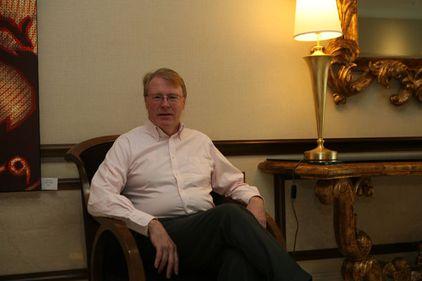Rockefeller scoate bani din apartamente româneşti pentru investitorii americani