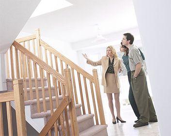 Cinci greşeli fatale pe care le fac proprietarii care vor să-şi vândă locuinţa