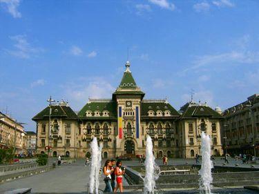Birouri finanţate cu bani europeni la Craiova şi semafoare în Alexandria
