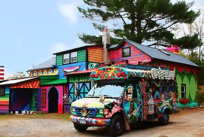 Toți trecătorii o admiră: transformarea unei locuințe prăfuite în Casa-Curcubeu (FOTO)