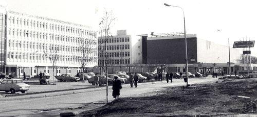 Trecerea de la uzine la magazine: mallurile și hypermarketurile, construite pe ruinele industriei bucureștene
