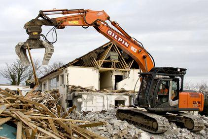 Case bătrânești, transformate în locuințe moderne, practice și sigure. Cum și cât costă?