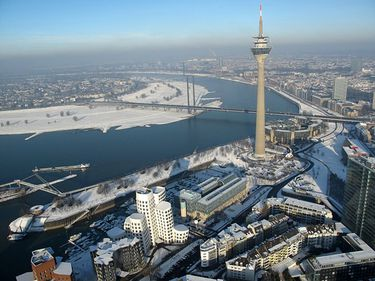Dusseldorf a avut o evoluţie economică impresionantă abia după Cel de-al Doilea Război Mondial