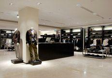 Cei mai agresivi retaileri de articole vestimentare isi pun deoparte spatii pentru lansarile de la anul