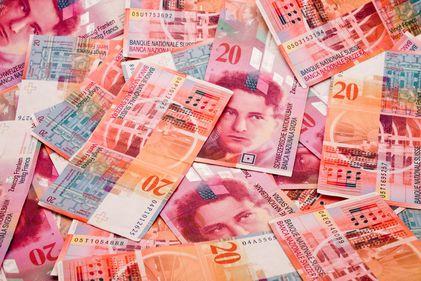 Mirajul creditelor în franci elvețieni: un prezent dureros pentru un trecut glorios