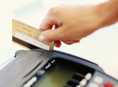 Tot mai mulți români își plătesc taxele și impozitele cu cardul