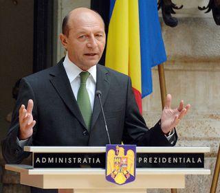 """Băsescu: S-a găsit o soluţie """"solomonică"""" pentru OUG 50, o voi promulga dacă va fi echilibrată"""