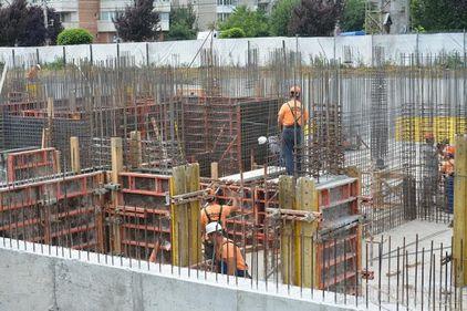 Ministrul Transporturilor cere constructorilor să țină șantierele deschise și să respecte termenele asumate prin contracte