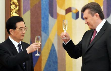 Ucraina refuză acorduri cu FMI, UE sau Rusia şi apelează la China pentru facilităţi financiare fără obligaţii