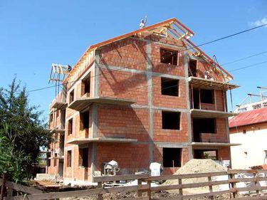 Piaţa construcţiilor creşte timid