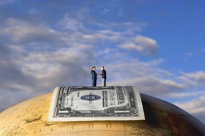 Bancherii, de la cele mai mari salarii din piaţă la cele mai multe cazuri de eşec profesional