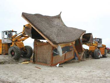 Vor fi demolate construcţiile de pe litoral ridicate pe baza unor autorizaţii ilegale