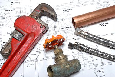 Reparaţiile blocului: cât costă, cu cine le faci şi în ce condiţii?