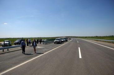 Ungurii au inaugurat autostrada care se împotmoleşte în România