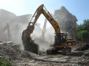 Construcțiile demolabile, cumpărate pentru teren: profitabile sau păguboase?
