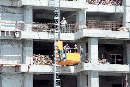 Prefectul Capitalei le face program constructorilor