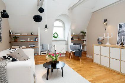 Idei de amenajare: simplitate şi eleganţă, în locuinţa de la mansardă (FOTO)