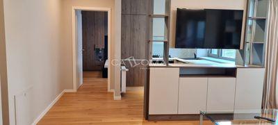 Apartament 3 camere 77 mp