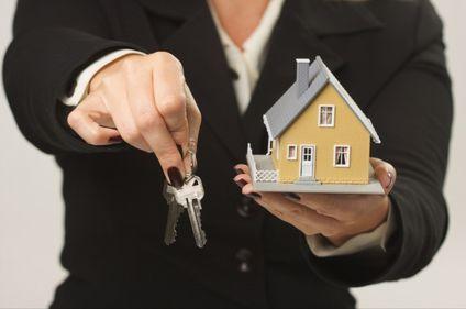 Proprietarii acceptă greu noua realitate imobiliară. Tranzacţiile, încetinite chiar de vânzători