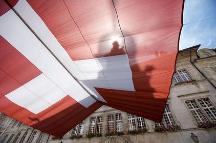 Elveţia, în pragul unei bule imobiliare? Preţul proprietăţilor, ridicat artificial de investitorii străini