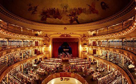 Clădiri cu stil: teatru de acum 100 de ani, transformat în librărie distinsă (FOTO)