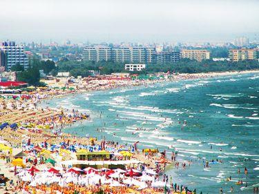 Vacanța de 1 Mai: turiștii s-au împărțit între Mamaia, Vama Veche și Bulgaria