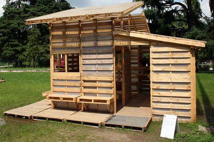 Ieftin şi rapid: casa din paleţi de lemn (FOTO)