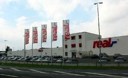 Real pleacă din România. Auchan câştigă teren şi ajunge în topul hipermarketurilor