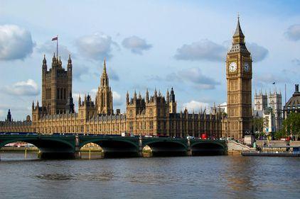 Guvernul britanic, criticat dur pentru lipsa de soluţii pentru piaţa locuinţelor