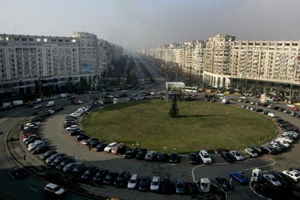 50.000 euro, o locuinţă în Piaţa Alba Iulia din Capitală