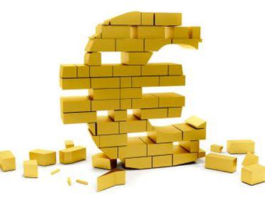 Moneda unică europeană scade brusc, din cauza problemelor din Zona euro. Cum este afectată România?