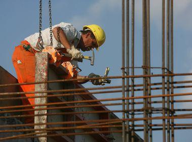 Israelul va angaja, în construcţii, 2.000 de muncitori români şi bulgari