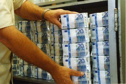Bogaţii lumii caută locuri în care să îşi ascundă banii de criză. Conturile din Grecia, Spania sau Portugalia nu mai sunt deloc sigure