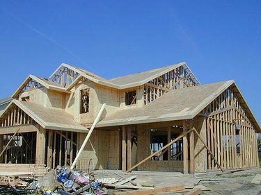 INS: Numarul autorizatiilor de constructie, in crestere cu peste 57% in martie