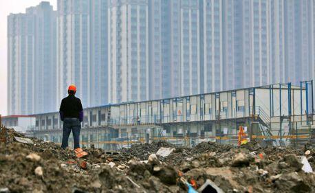 Piaţa imobiliară din China, încă un pas spre prăbuşire