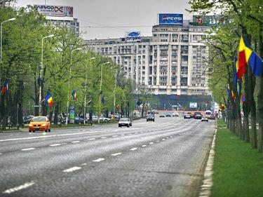Proprietarii români, rupţi în continuare de realitate. Preţurile terenurilor din Piaţa Victoriei, între 1.500 şi 8.000 euro/mp